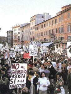 Manifestazione per il NO al referendum sul divorzio a Piazza Navona a Roma, 1974.