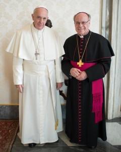 Mons. Huonder con papa Francesco.